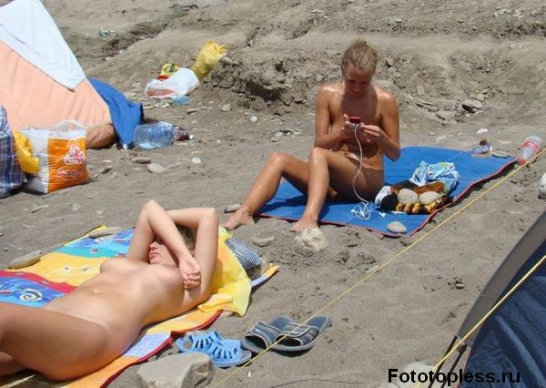 naturists and nudists naked topless on the beach (1313)
