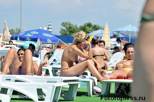 naturists and nudists naked topless on the beach (288)