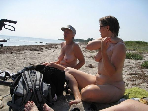 naturists and nudists naked topless on the beach (3261)