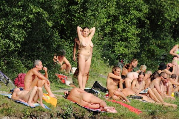 naturists and nudists naked topless on the beach (3312)