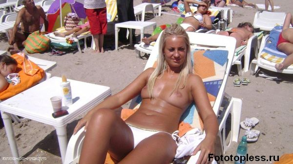 naturists and nudists naked topless on the beach (400)