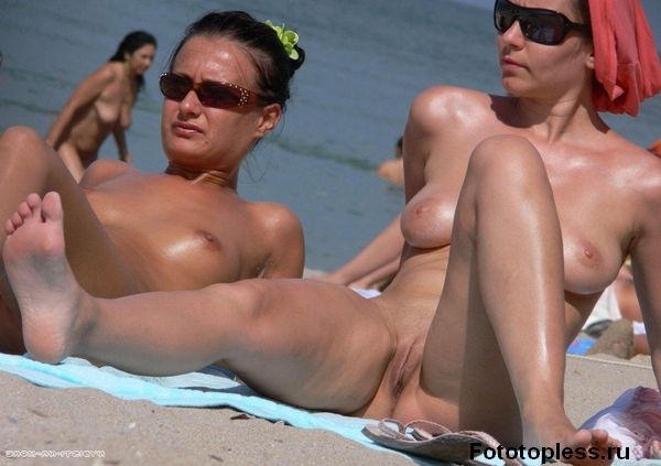 naturists and nudists naked topless on the beach (459)