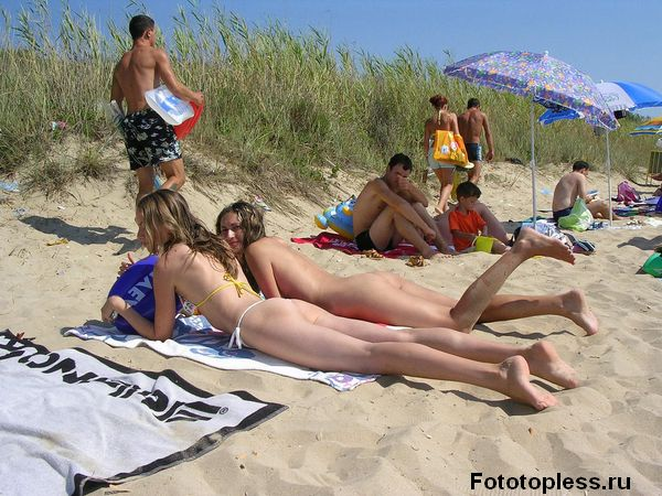 naturists and nudists naked topless on the beach (489)