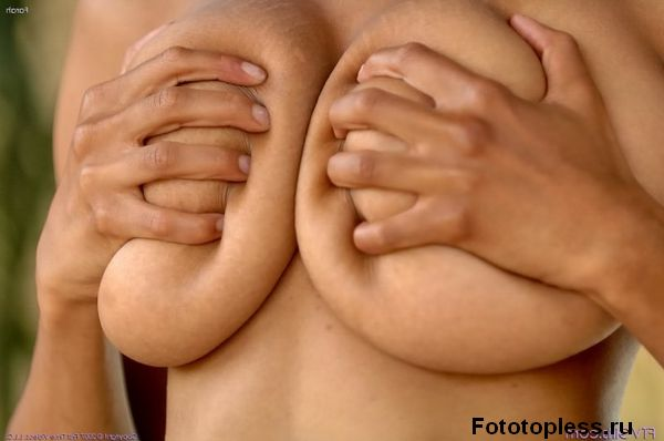 beautiful_female_breast_1073