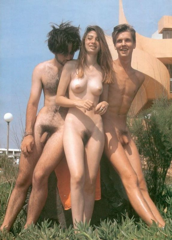 naked_on_the_beach_nudists_2004